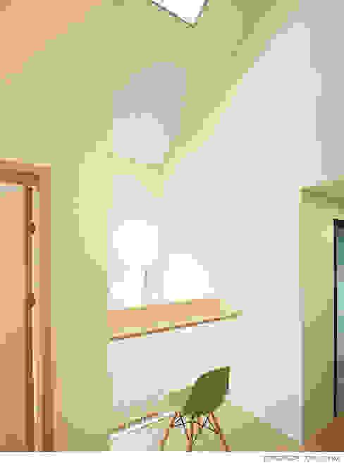 现代客厅設計點子、靈感 & 圖片 根據 소하 건축사사무소 SoHAA 現代風