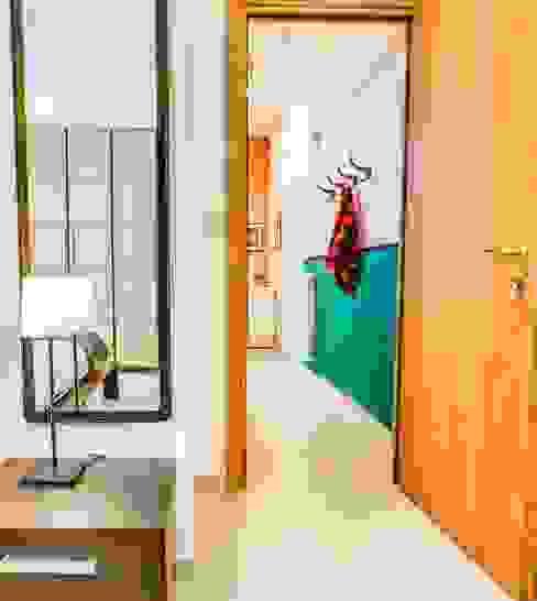 Прихожая, коридор и лестницы в . Автор – Progetti e caffè,