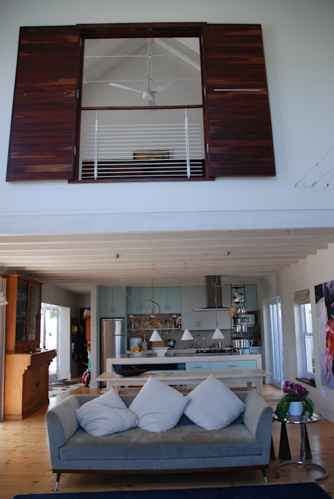 HOLIDAY HOME KNYSNA:  Living room by Gallagher Lourens Architects, Colonial