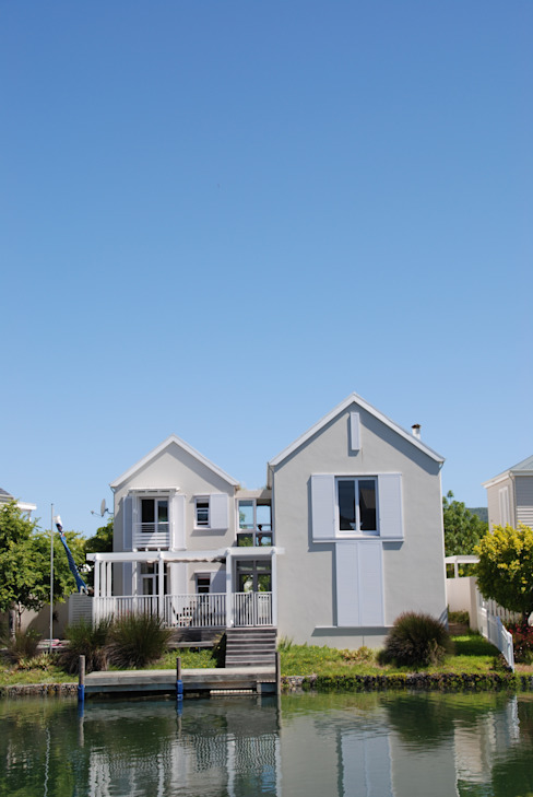 HOLIDAY HOME KNYSNA:  Houses by Gallagher Lourens Architects, Colonial