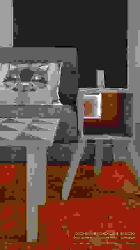 dettaglio del tavolinetto matera con schienale in vetro retroverniciato arancio Soggiorno moderno di Rachele Biancalani Studio Moderno