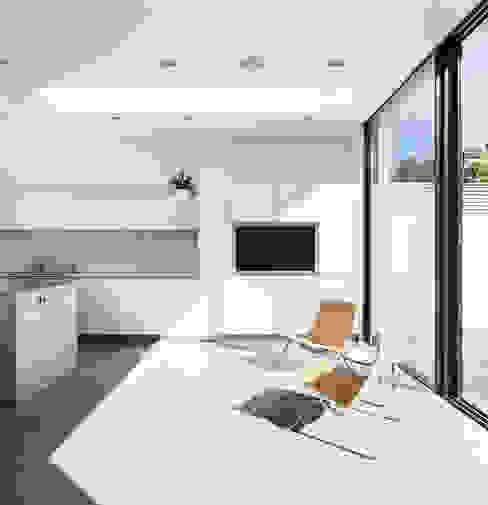 Chiswick House, London W14 Modern kitchen by AU Architects Modern