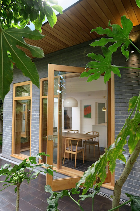 Pivot Door:  Windows  by A2studio, Modern Wood Wood effect