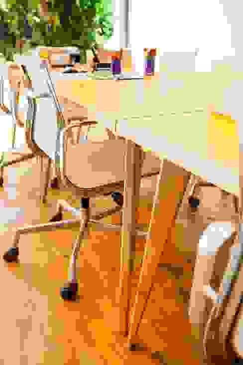 Office spaces & stores  by Move Móvel  Criação de Mobiliário