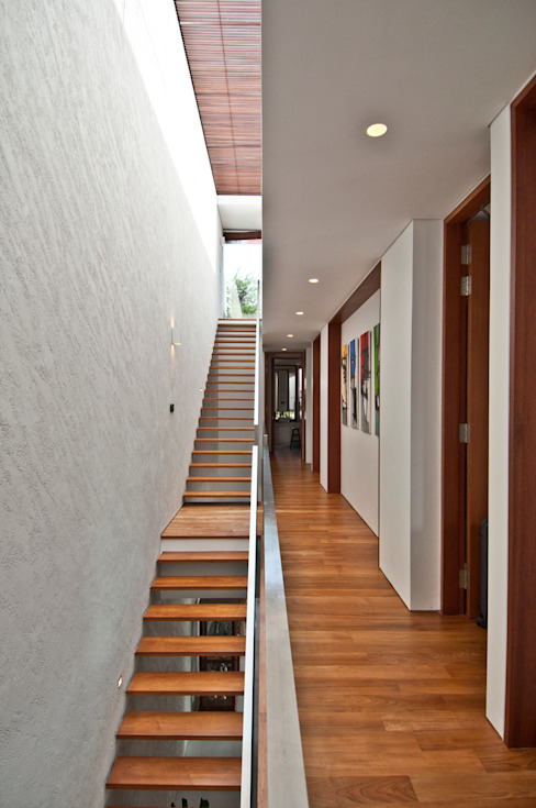 Modern corridor, hallway & stairs by ming architects Modern