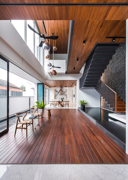 Courtyard House:  Living room by ming architects,Modern