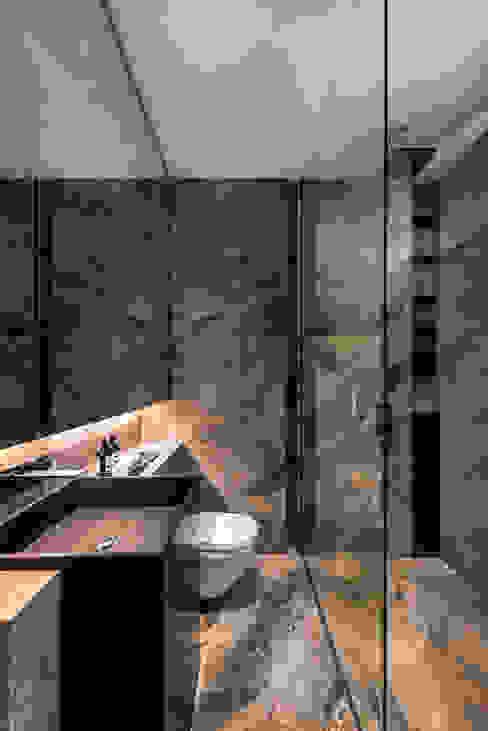 現代浴室設計點子、靈感&圖片 根據 ming architects 現代風
