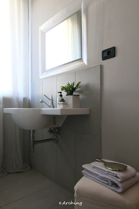 Arching - Architettura d'interni & home staging Modern bathroom Grey
