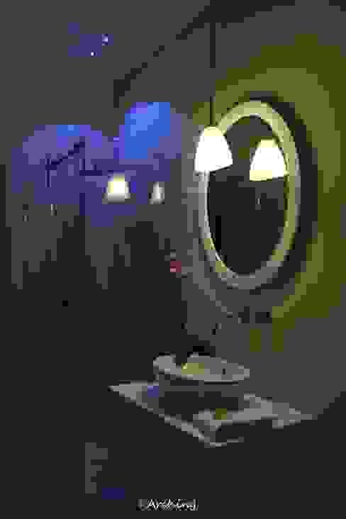 Black & White - Ristrutturazione appartamento Arching - Architettura d'interni & home staging Bagno moderno Bianco