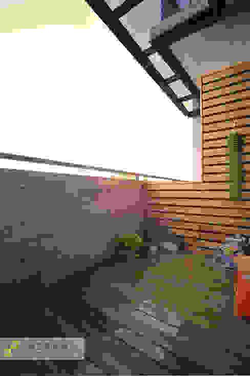 Balcones y terrazas de estilo escandinavo de 上云空間設計 Escandinavo