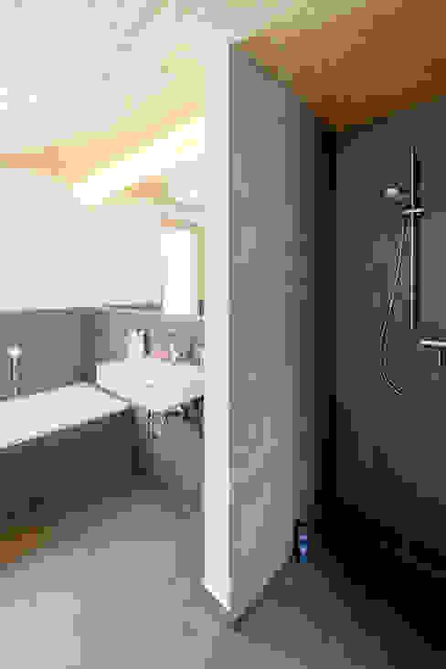 Moderne badkamers van sebastian kolm architekturfotografie Modern Tegels