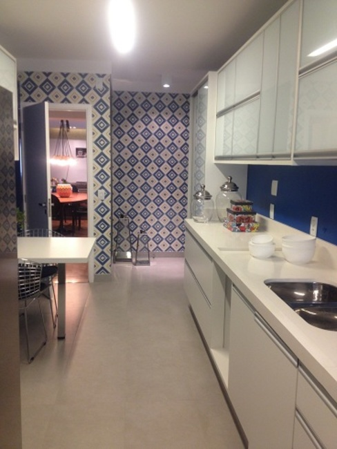 Cozinha Retro Camila Giongo Arquitetas Associadas - Decoração de Interiores ME Cozinhas modernas Cerâmica Azul