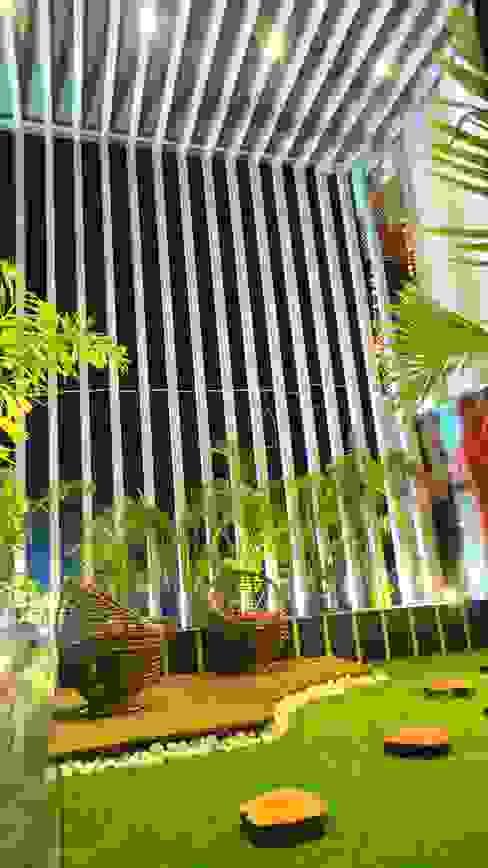 Bungalow Modern garden by Shadab Anwari & Associates. Modern