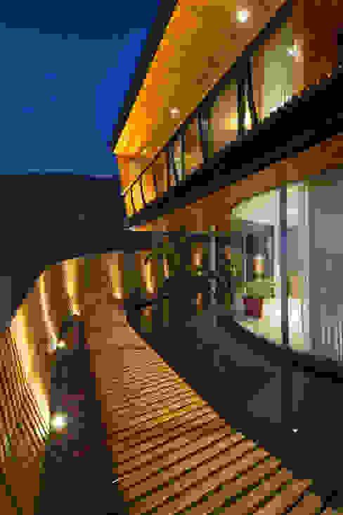Casa Chamisero Balcones y terrazas modernos de GITC Moderno