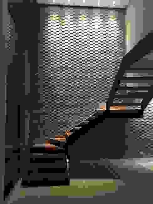 Escada Salas de estar modernas por Arquitetura CR Moderno