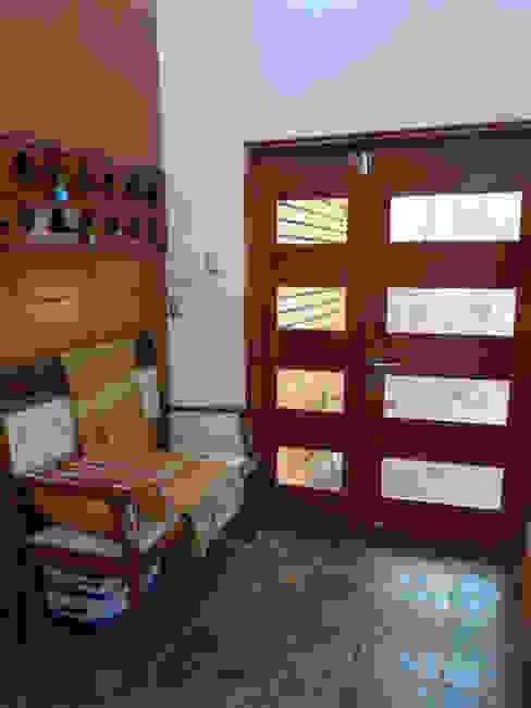 Vivienda L52 Fundo Loreto, La Serena. Pasillos, halls y escaleras mediterráneos de Territorio Arquitectura y Construccion - La Serena Mediterráneo