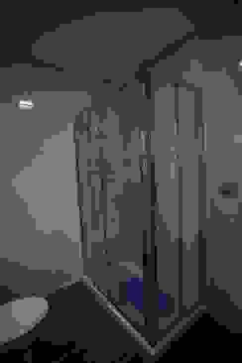Country style bathroom by Cosquel, Sociedade de Construções Lda Country