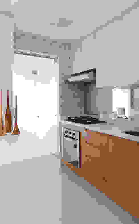 Cozinha integrada Danyela Corrêa Arquitetura Cozinhas modernas MDF Efeito de madeira