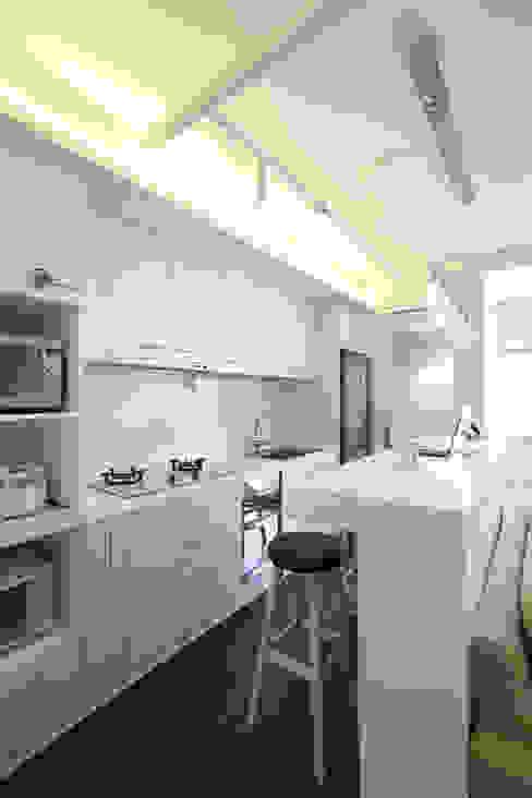 北投 陽明山廈 林宅 現代廚房設計點子、靈感&圖片 根據 直譯空間設計有限公司 現代風