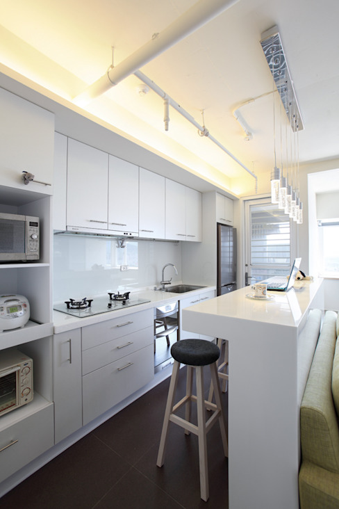 Cucina moderna di 直譯空間設計有限公司 Moderno