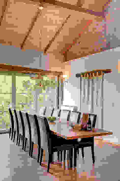 Comedores de estilo rústico de Andrea Chiesa è Progetto Immagine Rústico Madera Acabado en madera