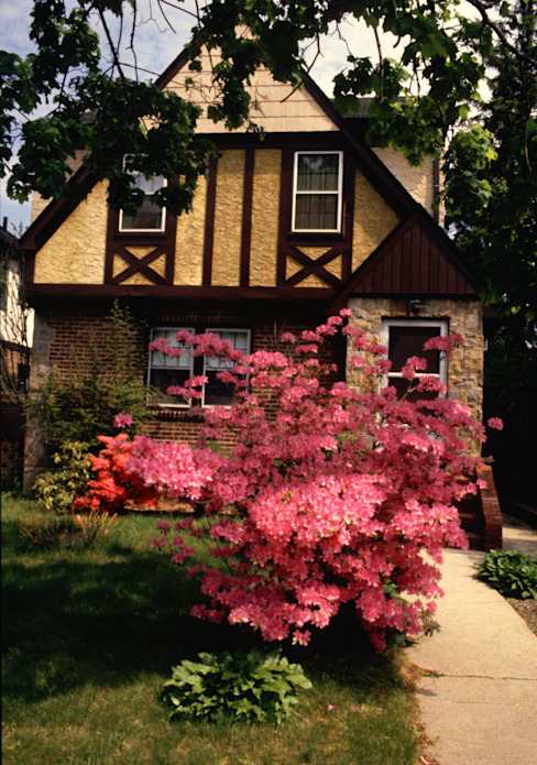 House in Queens, New York in Spring by homify