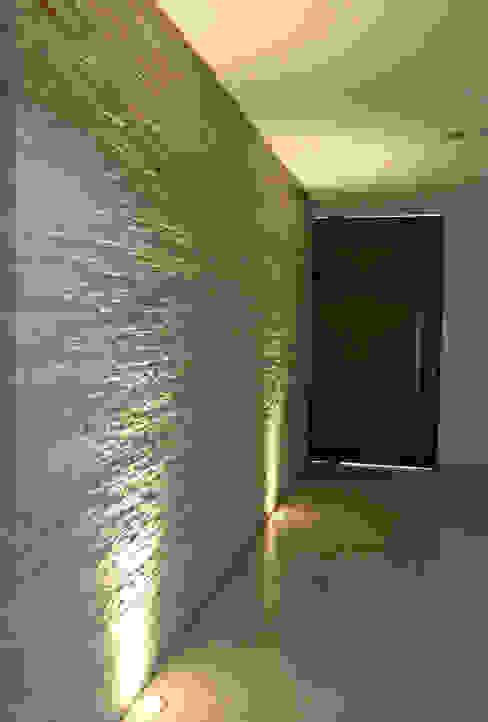 現代風玄關、走廊與階梯 根據 Pereira Cunha Arquitetos 現代風 石器