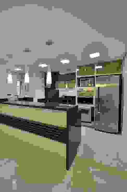 Cuisine moderne par Graça Brenner Arquitetura e Interiores Moderne MDF
