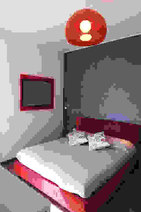 Casa PF Camera da letto moderna di Giulia Villani - Studio Guerra Moderno