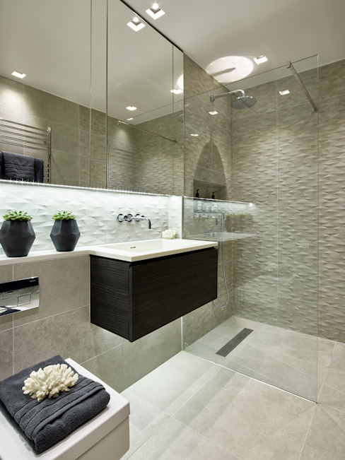 Modern contemporary bathroom 現代浴室設計點子、靈感&圖片 根據 Tailored Living Interiors 現代風