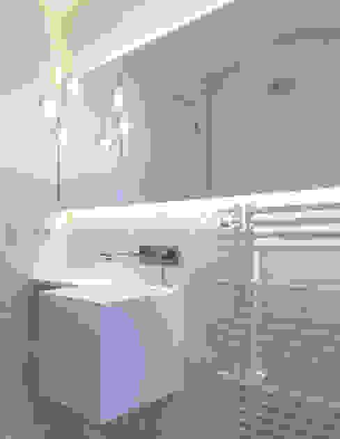 Microcemento® Color Blanco Roto: Baños de estilo  de Topcret,