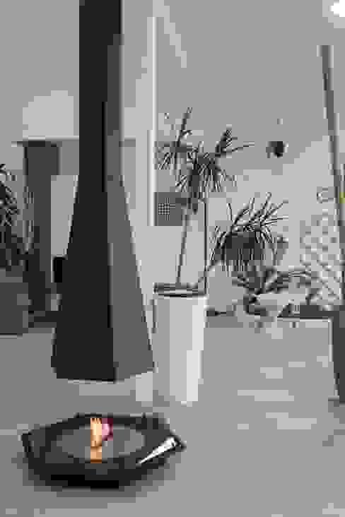 homify 现代客厅設計點子、靈感 & 圖片 鐵/鋼 Black