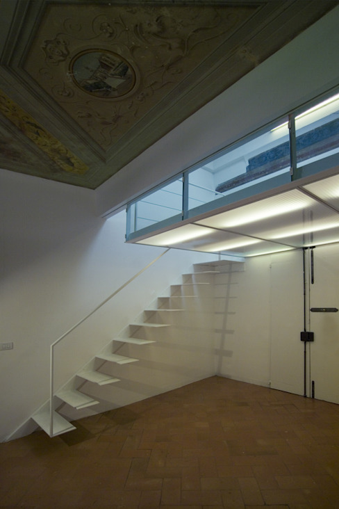 Modern Corridor, Hallway and Staircase by Lorenzo Rossi Architetti Modern