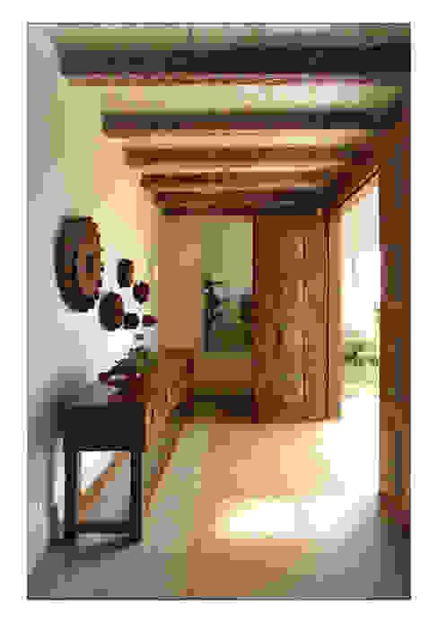 Pasillos, vestíbulos y escaleras de estilo rural de Luciana Savassi Guimarães arquitetura&interiores Rural