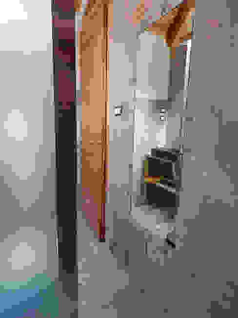 Bagno della camera da letto padronale Bagno in stile rustico di Studio Capannini Architetti Rustico Piastrelle