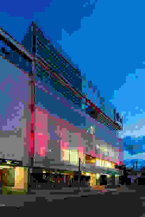 Dinding & Lantai Modern Oleh MRV ARQUITECTOS Modern