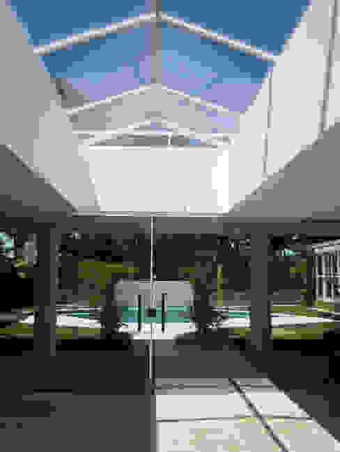 Repsold Arquitetos Koridor & Tangga Gaya Eklektik Kaca Transparent