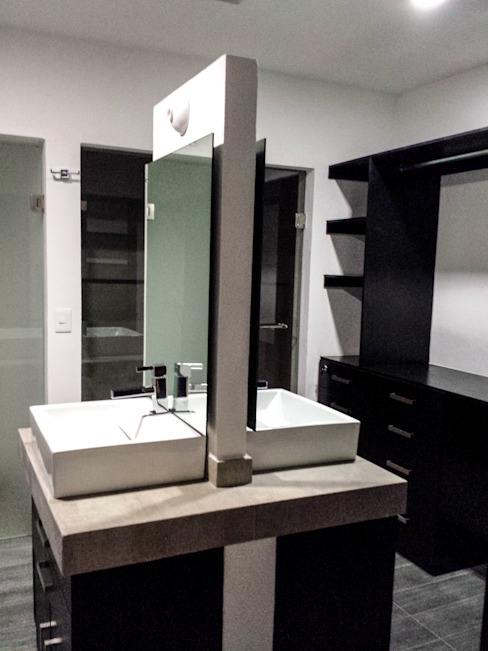 Estilo Homes Baños de estilo minimalista Gris