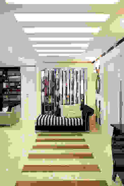 Couloir, entrée, escaliers modernes par Ahph Arquitetura e Interiores Moderne