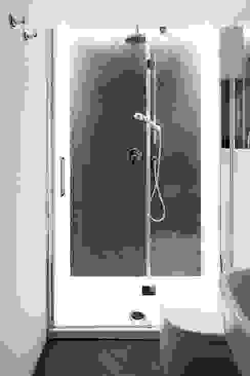 Modern bathroom by disegnoinopera Modern سرامک
