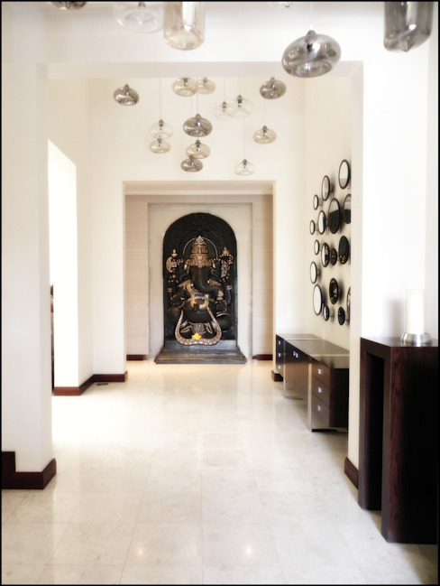 Enticing Foyer Classic style corridor, hallway and stairs by AAMRAPALI BHOGLE Classic Wood Wood effect