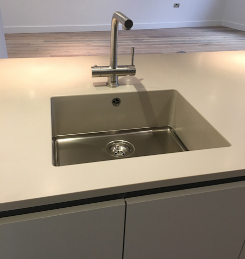 Integrated sink Dapur Modern Oleh Greengage Interiors Modern