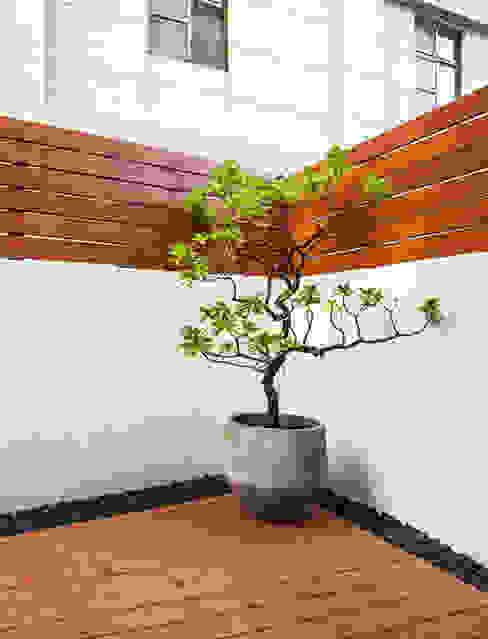 Balkon, Beranda & Teras Modern Oleh 直譯空間設計有限公司 Modern