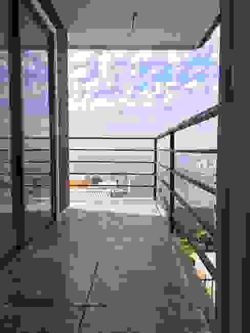 Balcon, Veranda & Terrasse modernes par Rodrigo Chávez Arquitecto Moderne