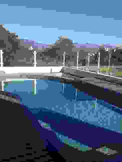 Moderne zwembaden van TODDO Arquitetura e Engenharia Modern
