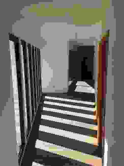 vista pasillos: Pasillos y hall de entrada de estilo  por Vinci studio