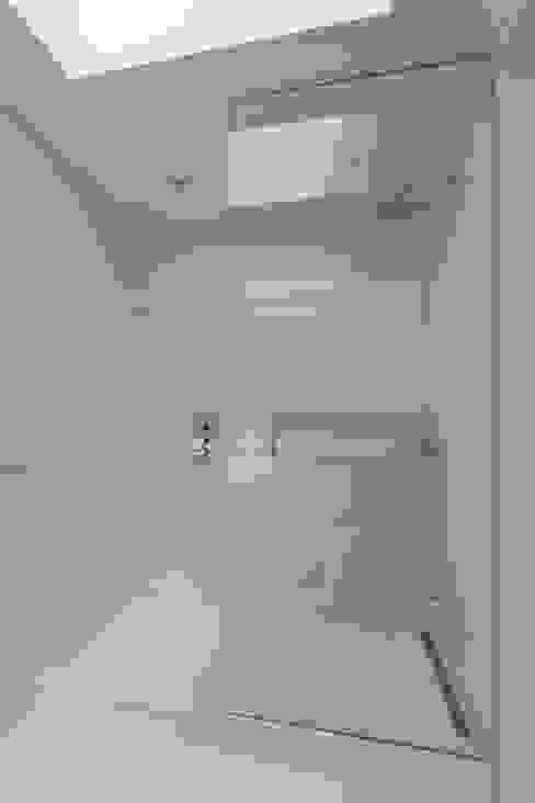 Carroll Gardens Duplex Modern Bathroom by Sarah Jefferys Design Modern