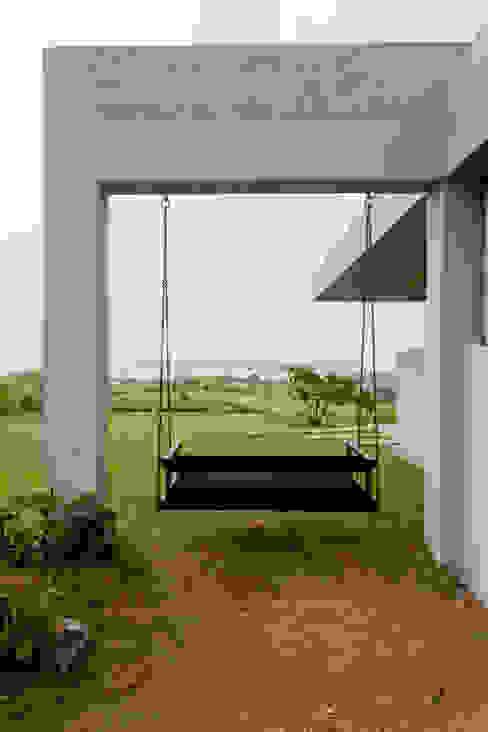 Kavardhara Villa Inscape Designers Balconies, verandas & terraces Furniture
