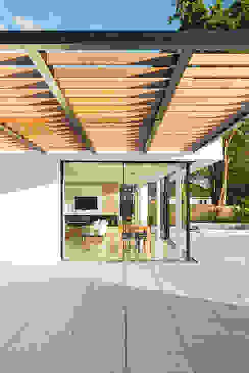 White Oaks Terrace Modern balcony, veranda & terrace by Barc Architects Modern