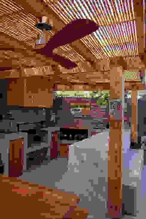 CASA RQ. : Jardines de estilo  por ESTUDIO BASE ARQUITECTOS